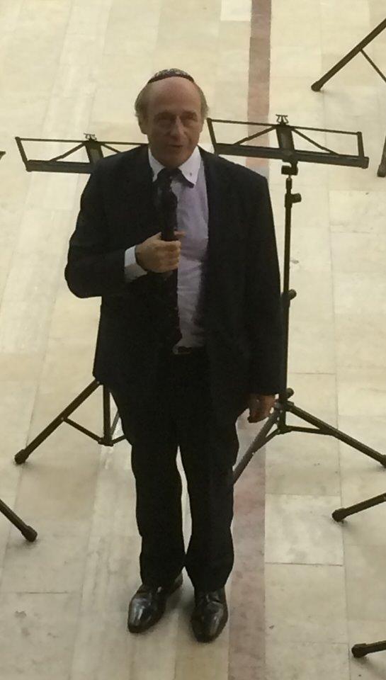 Iván Fischer bei der Anmoderation des Konzerts