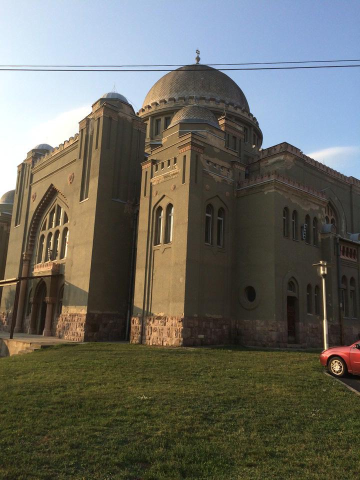 Die 1913 von Architekt Lipot Baumhorn erbaute Synagoge von Gyöngyös