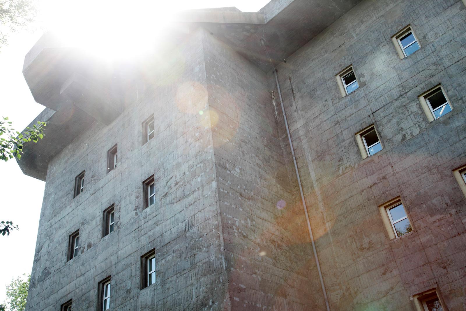 Der Bunker an der Feldstraße auf dem Heiligengeistfeld. Ganz oben ist das Übel & Gefährlich.´