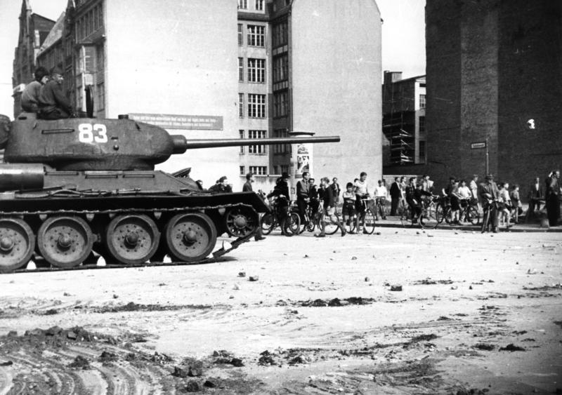 Berlin, Schützenstraße, 17. Juni 1953 • FotoBundesarchiv, B 145 Bild-F005191-0040 (CC)