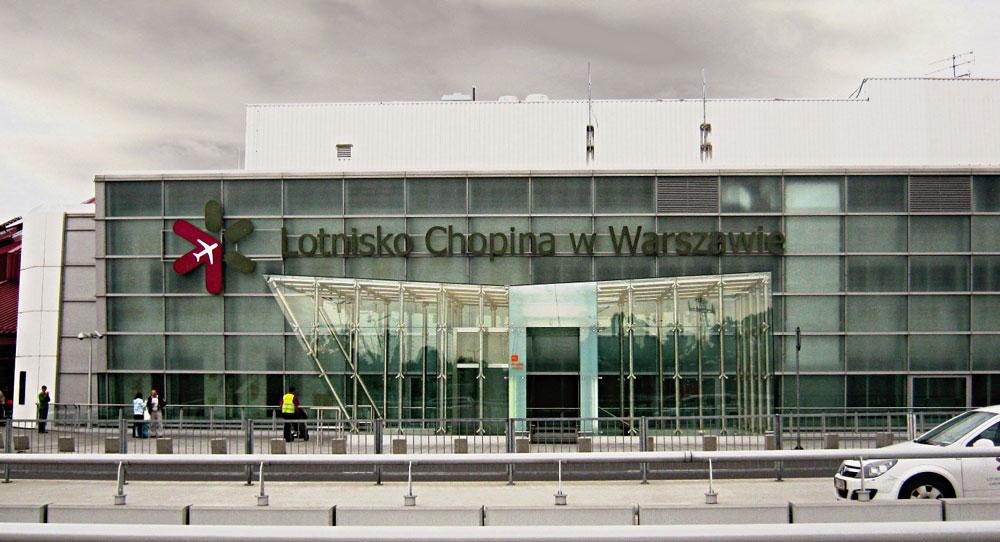 DerChopin-Flughafen in Warschau •Foto:Vampir2011CC BY-SA 3.0, via Wikimedia Commons