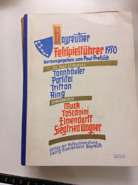 DAS PROGRAMMVON 1930. SIEGFRIED WAGNER UND ARTURO TOSCANINI WERDEN BEIDE AUF DEM UMSCHLAG ALS DIRIGENTEN GEFÜHRT•FOTO:JEFFREY ARLO BROWN