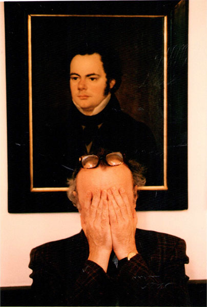 Brendel unter dem Schubert-Bildnis der Gesellschaft der Musikfreunde in Wien