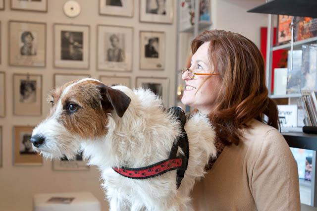 Astrid Rothauer mit ihrem Hund Lucky.