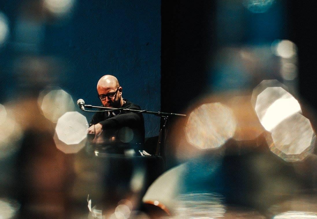 Tim-Erik Winzer, der »autonomste DJ der Welt«, vom Ensemble Resonanz (wo er auch Bratsche spielt)