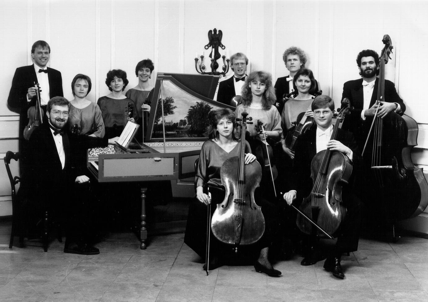 Das Freiburger Barockorchester anno 1989, zwei Jahre nach der Gründung.