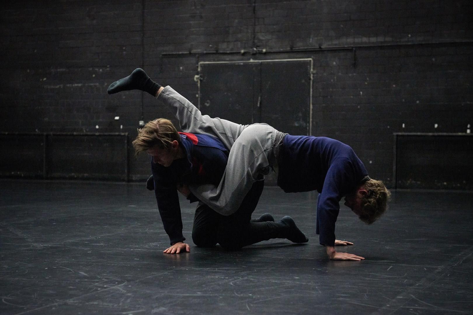 Laurent Chétouane, Tilman O'Donnell &Mikael Marklund: Invisible Piece #1: Duett für hörende Körper •Foto © Eva Würdinger