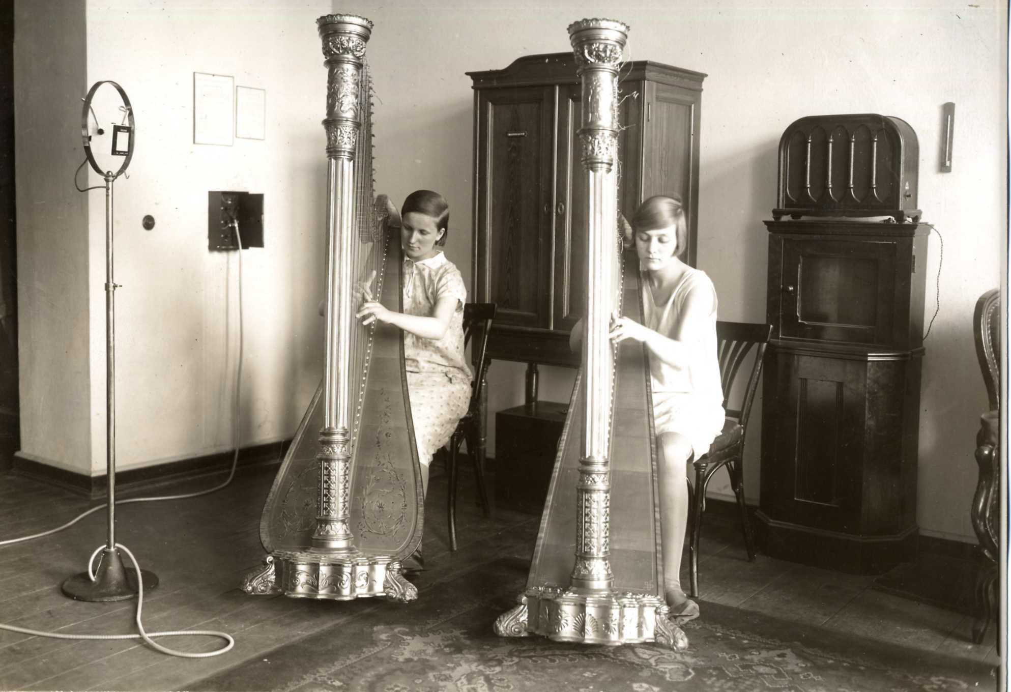 Harfen-Aufnahme um 1930. © Archiv der Universität der Künste