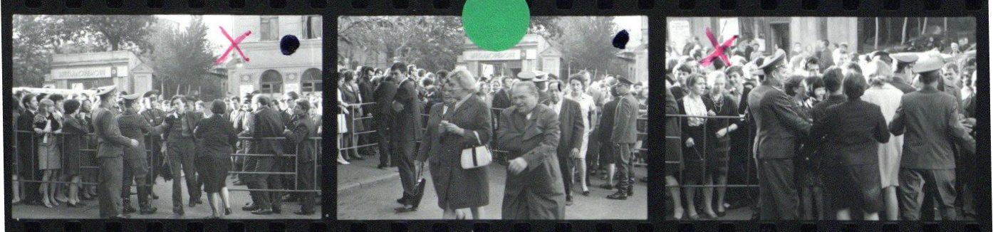 Menschengedränge vor dem Moskauer Konservatorium • Foto Reinhard Friedrich / Archiv Berliner Philharmoniker