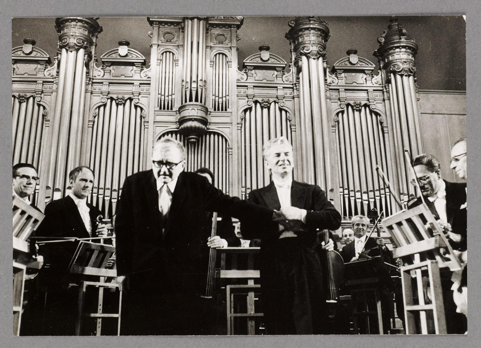 Schostakowitsch und Karajan, nach dem Konzert am 29.05.1969 • Foto Reinhard Friedrich / Archiv Berliner Philharmoniker