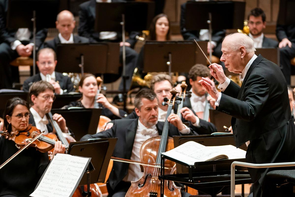 Andreas Wittmann, im Bild links in der Mitte, und Bernard Haitink beim letzten gemeinsamenKonzert mit den Berliner Philharmonikern und Bruckner 7am 11.Mai2019 in der Berliner Philharmonie• Foto ©Stephan Rabold