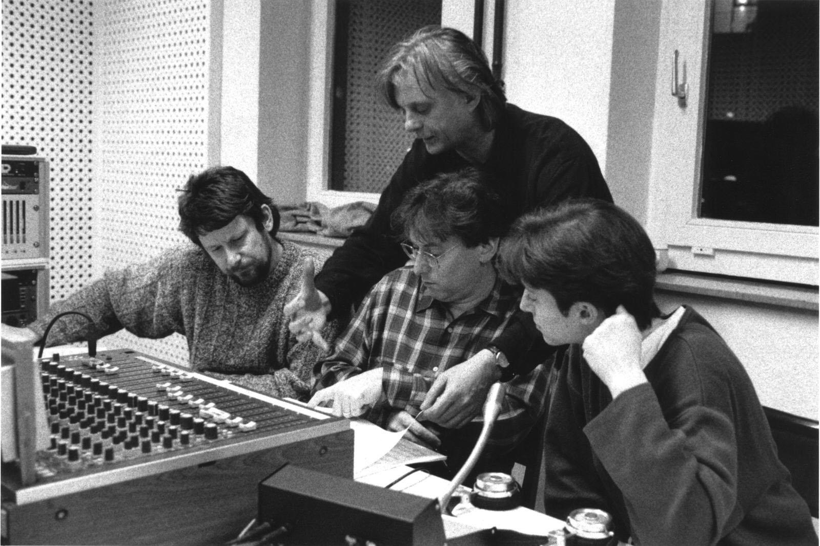 Peter Laenger, Robert Levin, Manfred Eicher, Kim Kashkashian bei der Aufnahme von des Albums »Hommage à R.Sch.«, 1995 • Foto © Roberto Masotti