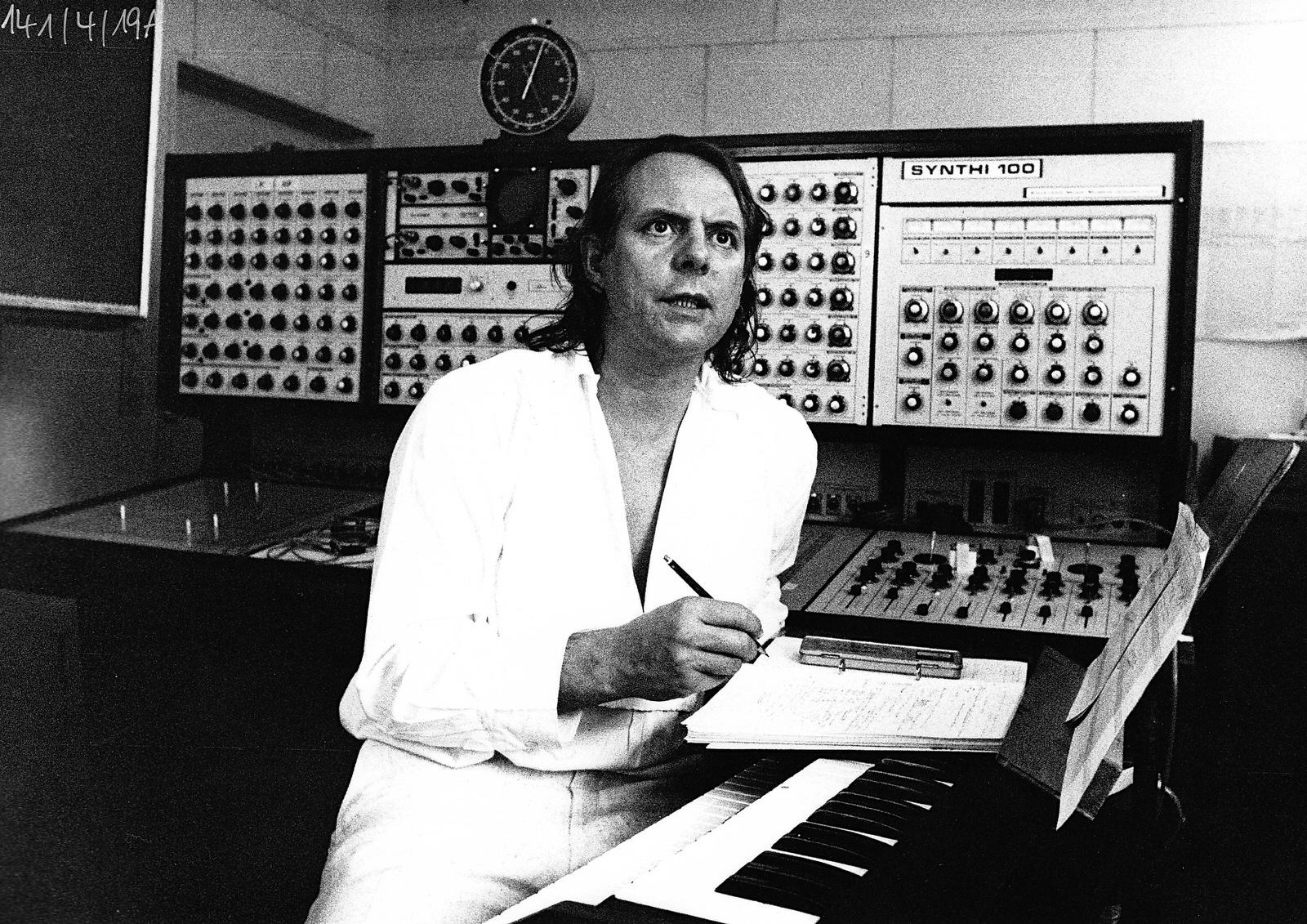Karlheinz Stockhausen, 1975 • Foto ©Werner Scholz / Archiv der Stockhausen-Stiftung für Musik