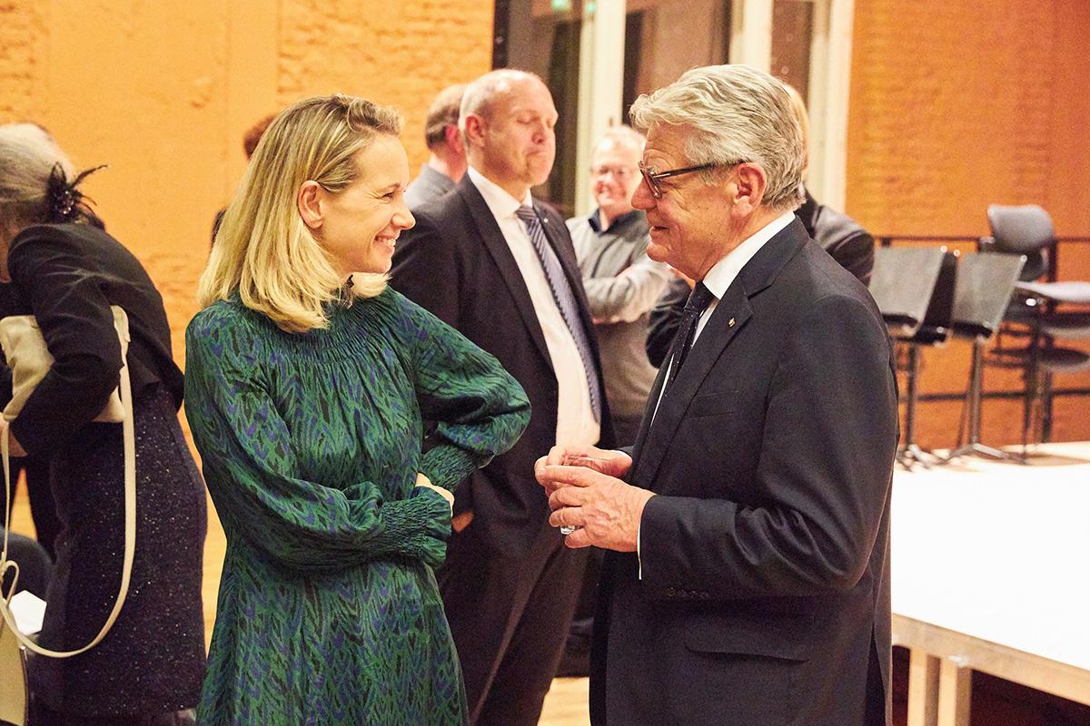 Sarah Wedl-Wilsonbeim zweitägigen Clara-Schumann-Festival der Hochschule mit Festredner Joachim Gauck • Foto © Janine Escher