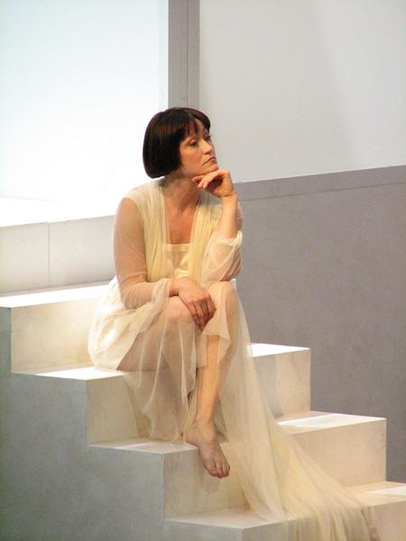 Laura Aikin als Lulu in einer Peter-Stein-Inszenierung in Lyon, 2012