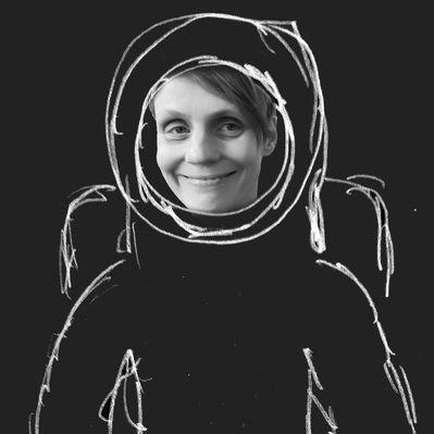 Almut Schwacke ist nicht nur Tonmeisterin und Komponistin, sondern auch Geräuschemacherin (auf englisch: Foley-Artist). Zu ihrem Bild schreibt sie: »Es soll wohl weniger Foley-Artists auf der Welt geben als Astronaut:innen.« ·Foto © Almut Schwacke