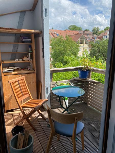 Der Ort des Interviews: Ein kleiner Balkon an der Wohnung von Roland Kluttig.