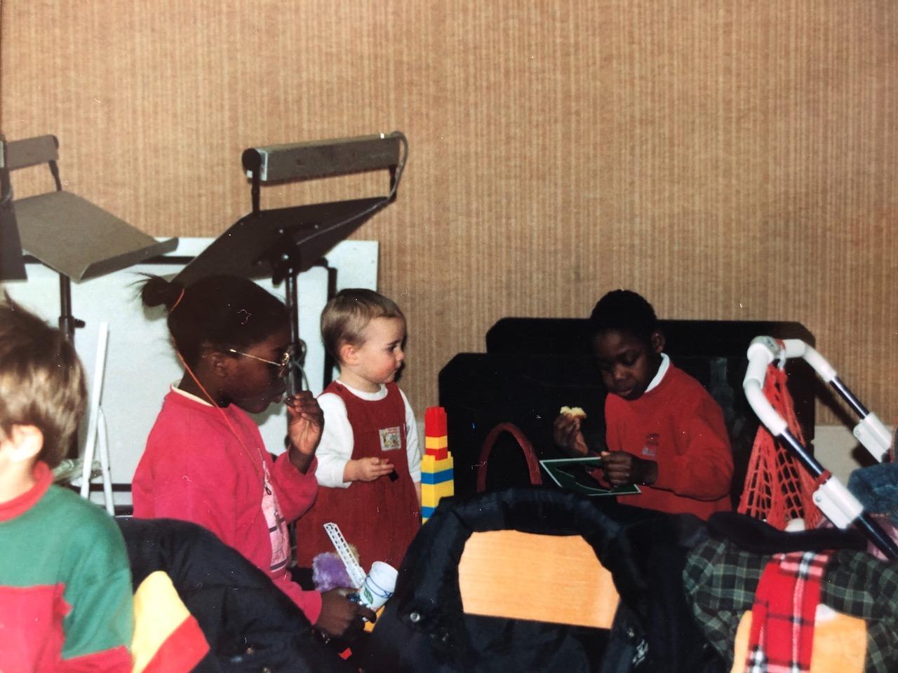 Die Legotürme derOpéra de Lyon, zwei Mitglieder des Kinderchores und ich 1993