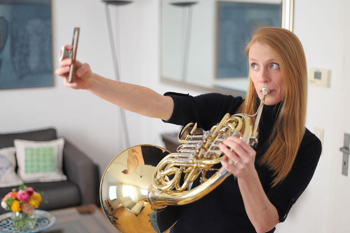 Lisa Rogers, Solo-Hornistin der Düsseldorfer Symphoniker, © Thomas Weisschnur.